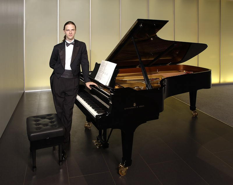 Markus Groh at the piano 1